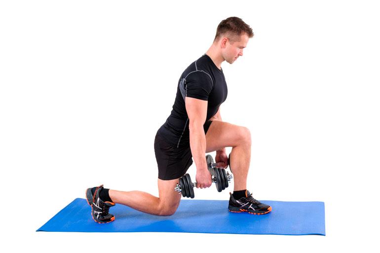 man is doing Split Squat with dumbbells