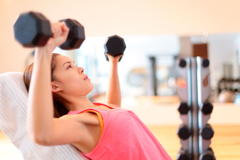 woman is doing Shoulder Press at home