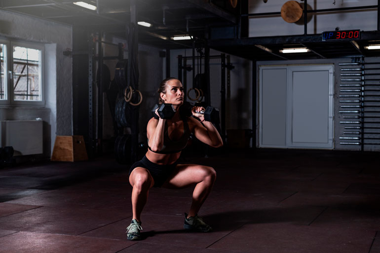 woman is doing Thruster with dumbbells